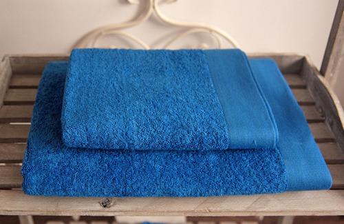 Ręcznik na plażę – obowiązkowy element wyposażenia każdego plażowicza